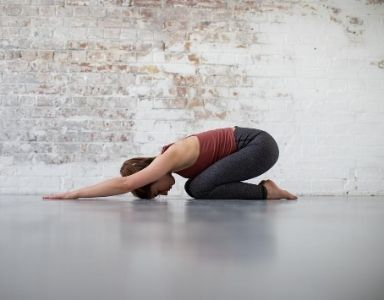 5 back stretches to relieve a desk hunch FEATURED